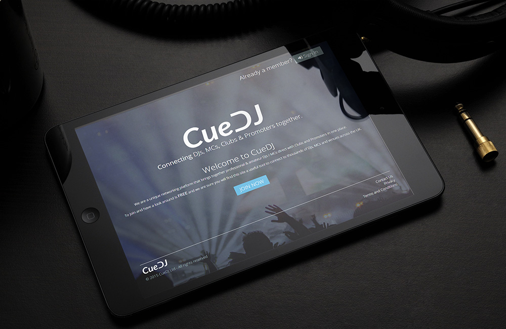 CueDJ - Social Network connecting DJs and Clubs together